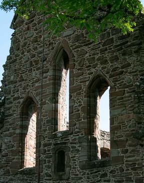 Ramona_alte Fenster in einem Kloster in Schottland