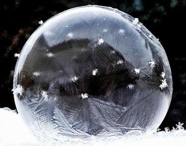 Jürgen_Seifenblase mit Schneeflocken