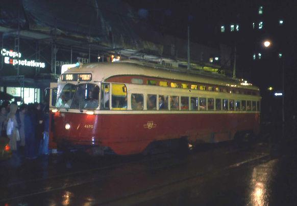 Toronto streetcar 2.jpg