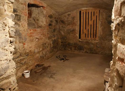 JVA_Großenhain_prison_Keller_Zelle.jpg