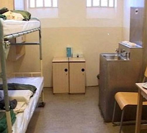 UK prison cell 5.jpg