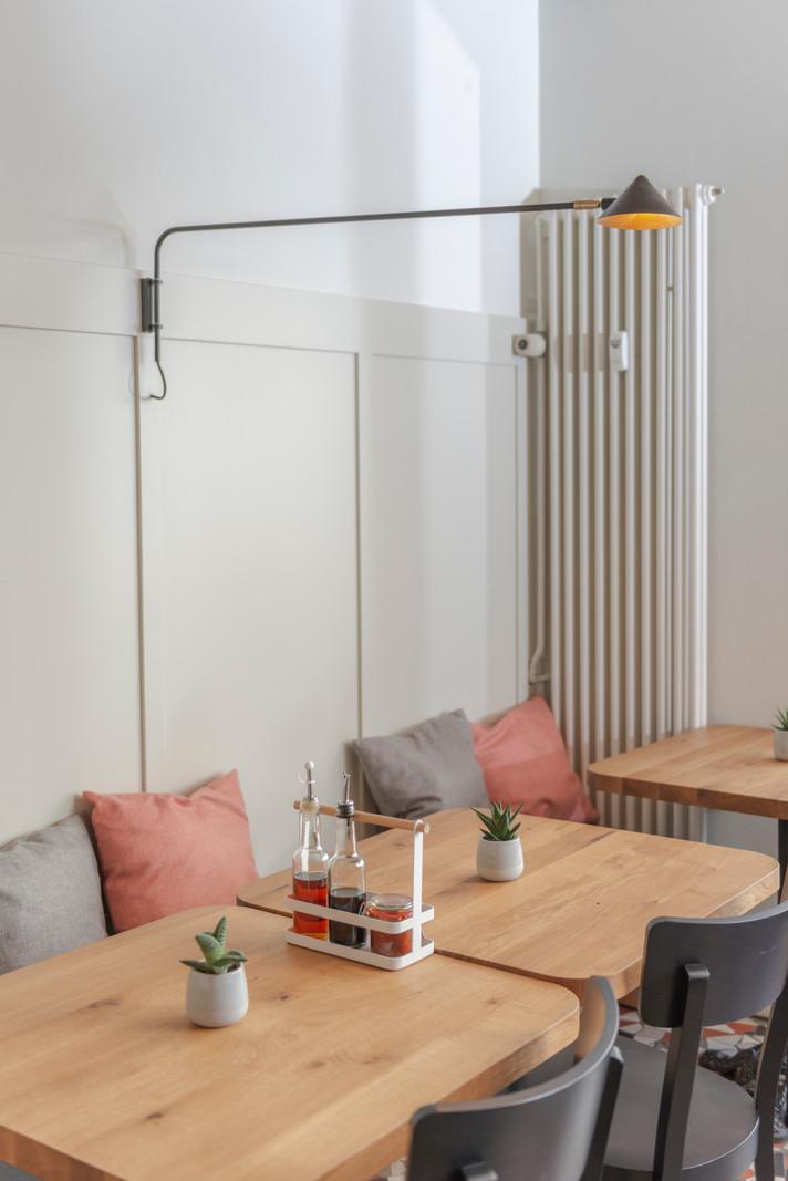 Tisch_gruppe_Restaurant_Non_La_Basel_int