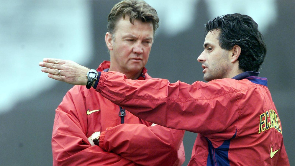 Louis van Gaal (left) and Mourinho (Right) at Barcelona.