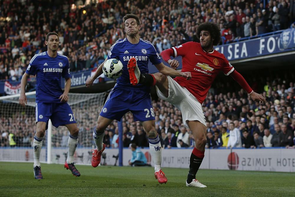 Chelsea's Azpilicueta battles with Marouane Fellaini.