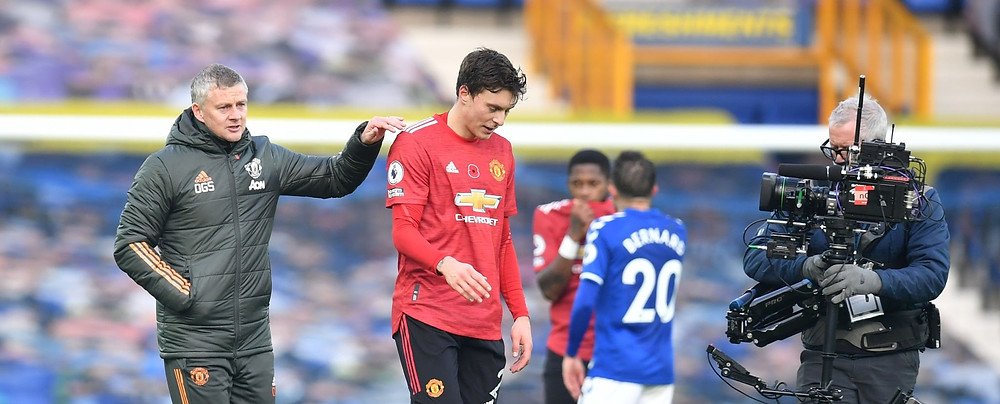 Ole Gunnar Solskjaer, Manager of Manchester United speaking with Victor Lindelof after win at Goodison Park [Getty]