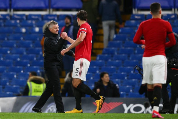 Manchester United manager Ole Gunnar Solskjaer celebrates with Harry Maguire. [Getty]