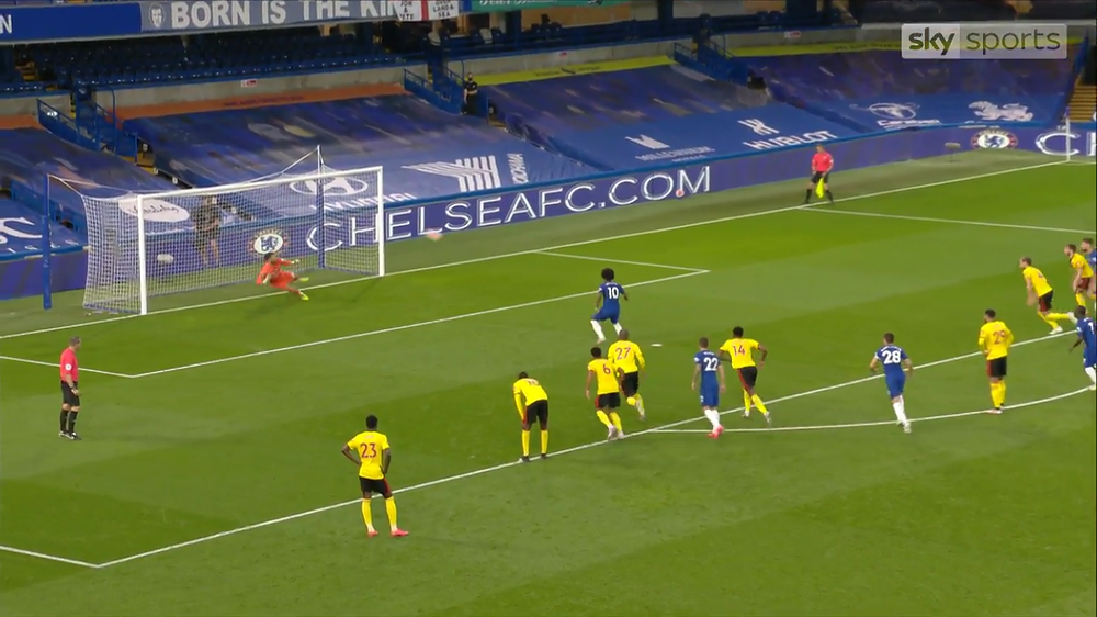 Willian hits the net from the penalty spot.