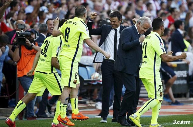 Barcelona coach Luis Enrique celebrating with his side