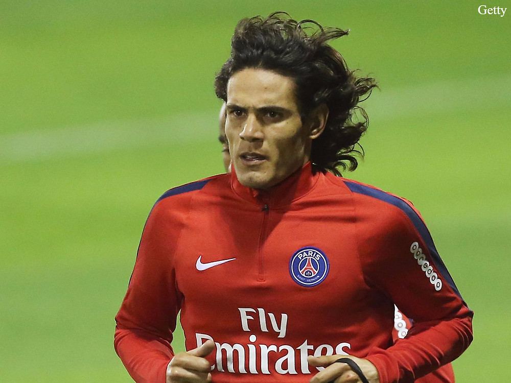 Man Utd sign veteran striker Cavani.
