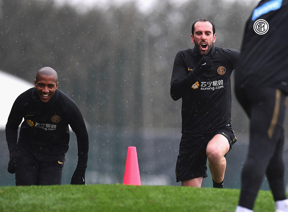 Nerazzurri star Ashley Young and Diego Godin in training [@young18]