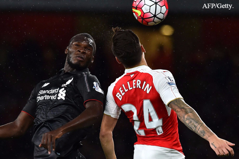 Benteke and Bellerin battling for the ball at the Emirates.