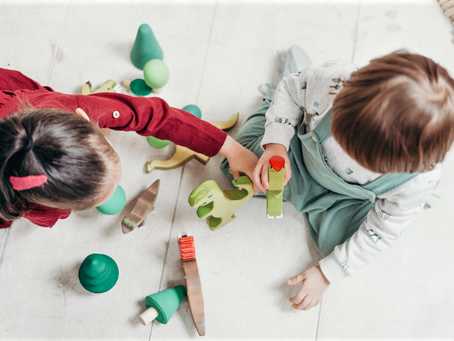 """A Importância do Brincar de """"Faz-de-Conta"""" na Infância e na Clínica Psicanalítica"""