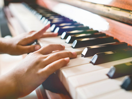 Learn to master the piano with online piano lessons