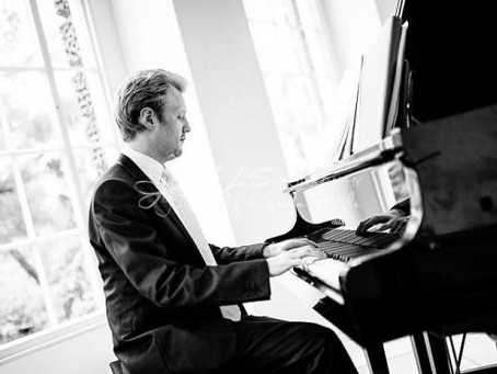 Hire a fantastic Wedding Pianist for your Wedding in South Wales