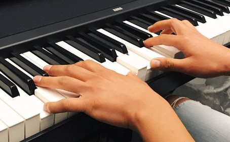 Learn the piano with online piano lessons