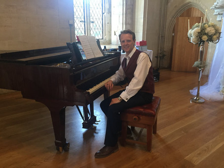 Are you looking for a wedding pianist to play at your wedding in Wales?
