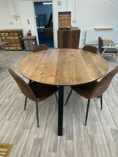 ***IN STOCK*** FULL STAVE OAK ROUND TABLE IN DARK OAK WITH POWDER COATED FRAME