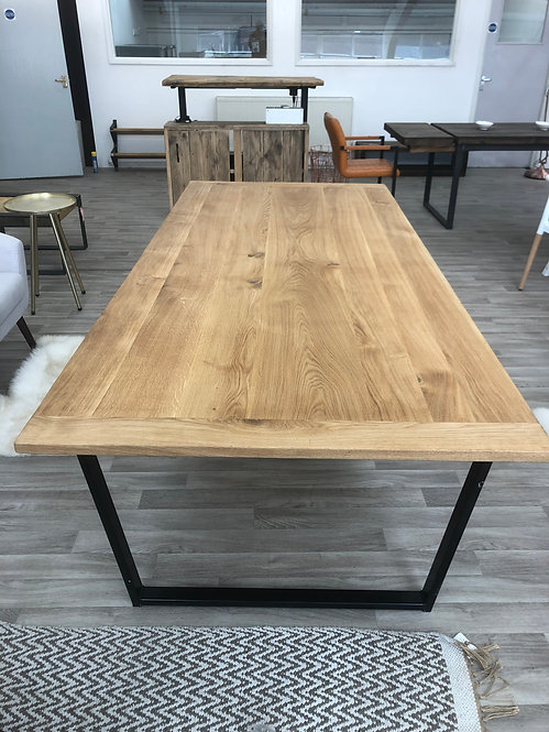 ***IN STOCK*** FULL STAVE OAK TABLE IN OIL WITH BLACK POWDER COATED FRAME