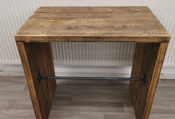 ***IN STOCK*** WASHSTAND WITH TOWEL RAILFINISHED IN OIL