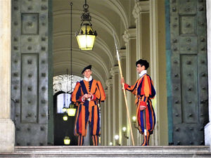 St Peter's Basilica, swiss guard, vatican city, rome, italy