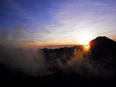 Mt Rinjani volcano trek Lombok Indonesia sunset