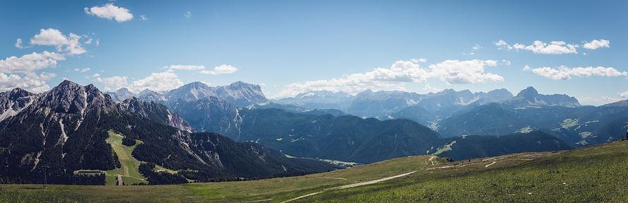 trail running scenery mountain