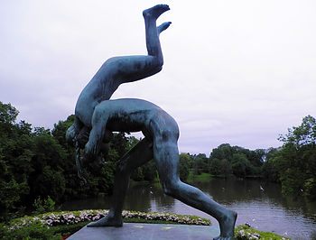 Vigeland Sculpture Park (5)_edited.jpg