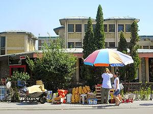 Peja, street stall