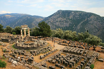 temple of athena, delfi, greece, ruins