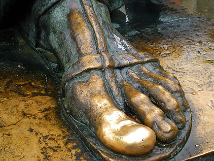 split, croatia, statue of ninski, gold toe, lucky