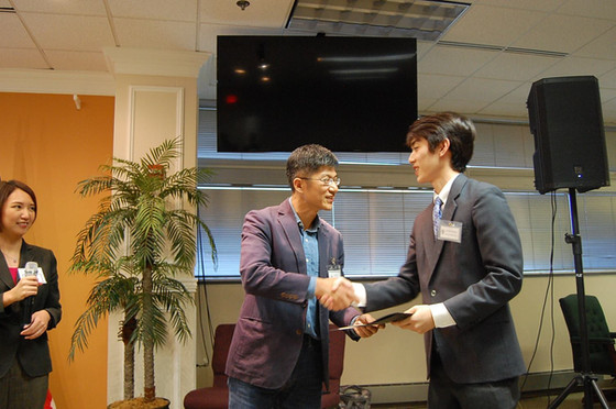 6 Students Received the Calvin J. Li Award