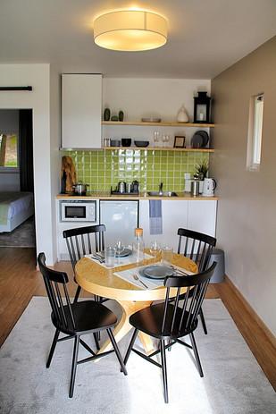 Cozinha aberta à Sala de Casas de Alpedrinha