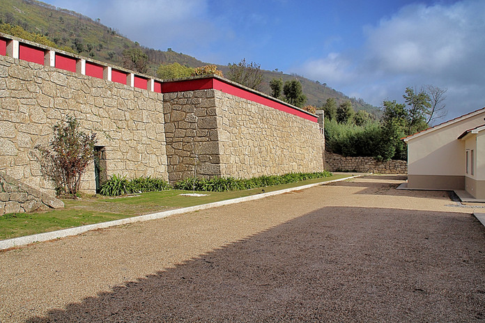Estacionamento das Casas de Alpedrinha