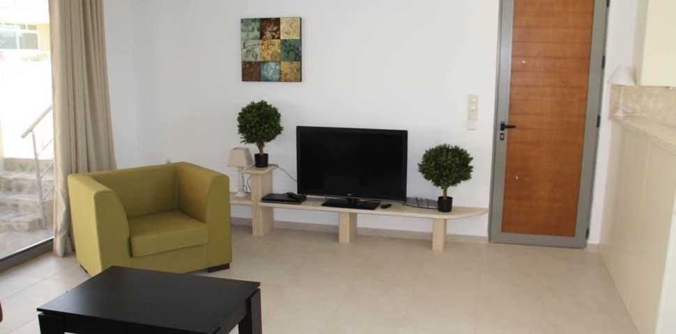 bungalow-tv-room-bayview