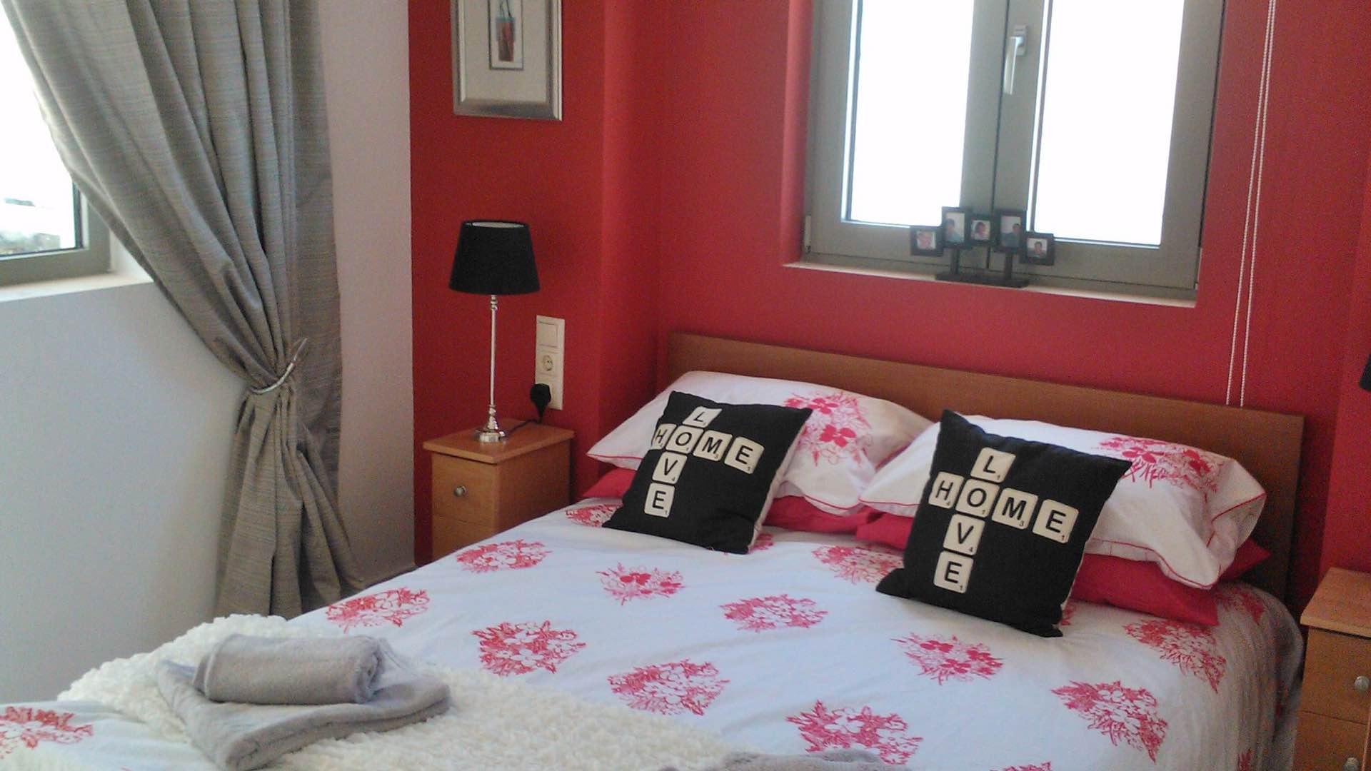 penthouse-bedroom-masterbed-bayview-makrigialos