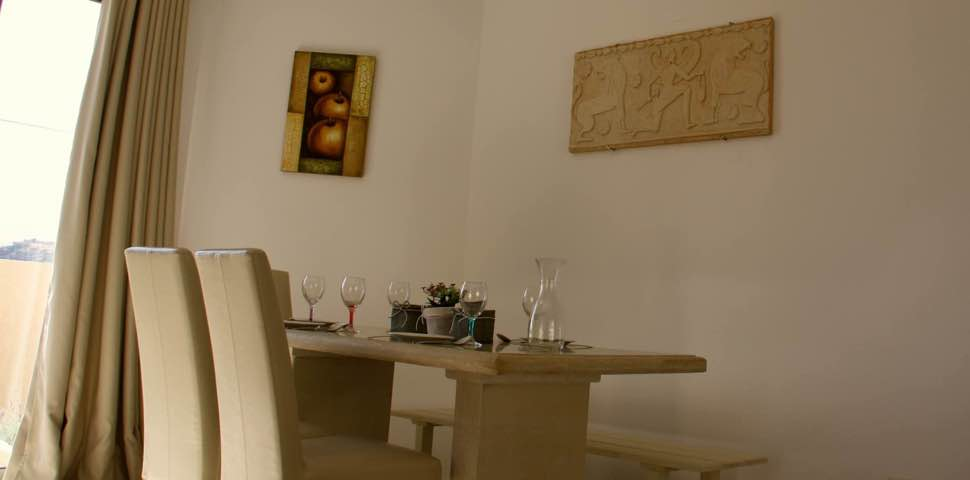 bungalow-bayview-dining-table
