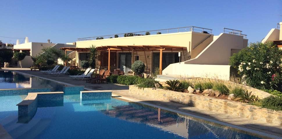 bungalow-pool-bayview-makrigialos