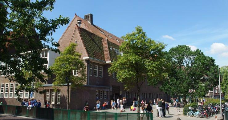 Warmtepomp voor scholen voor ventilatie en centrale verwarming