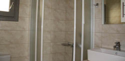 bungalow-bayview-twinbed-bathroom