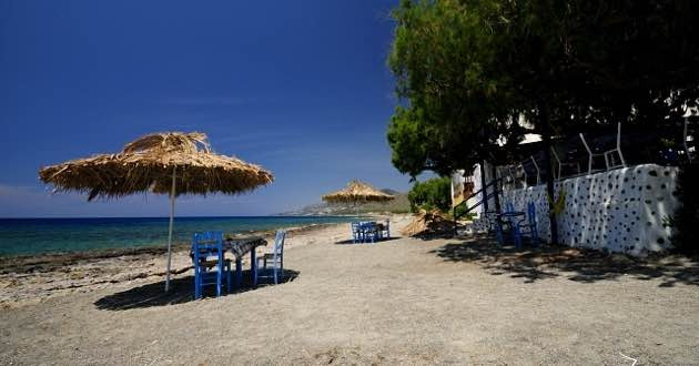 Koutsouras beach and taverna.
