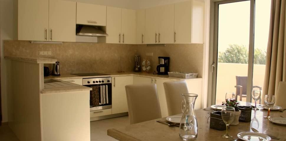 bungalow-kitchen-bayview-crete-makrigialos