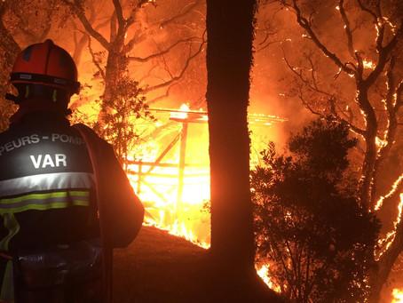 Großbrand im Var noch nicht unter Kontrolle, Tausende Menschen evakuiert