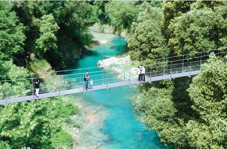 Spektakuläre Hängebrücke über der Schlucht von Trans-en-Provence