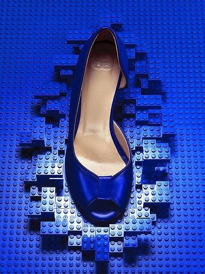 still-life-chaussure-heroine-lego-bleue