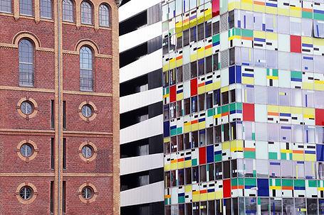 Immeubles coloré brique Dusseldorf.jpg