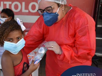 """Colaboradores do Instituto Gnosis atendem pacientes com o projeto """"Odontomóvel"""""""