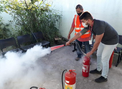 Gnosis promove capacitação de profissionais no combate a princípio de incêndio e primeiros socorros.