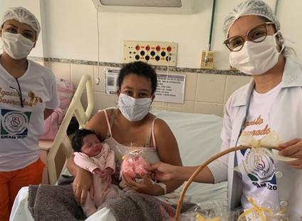 Bebês do Himaba ganham sapatinhos de crochê na abertura da Semana Mundial de Aleitamento Materno 202