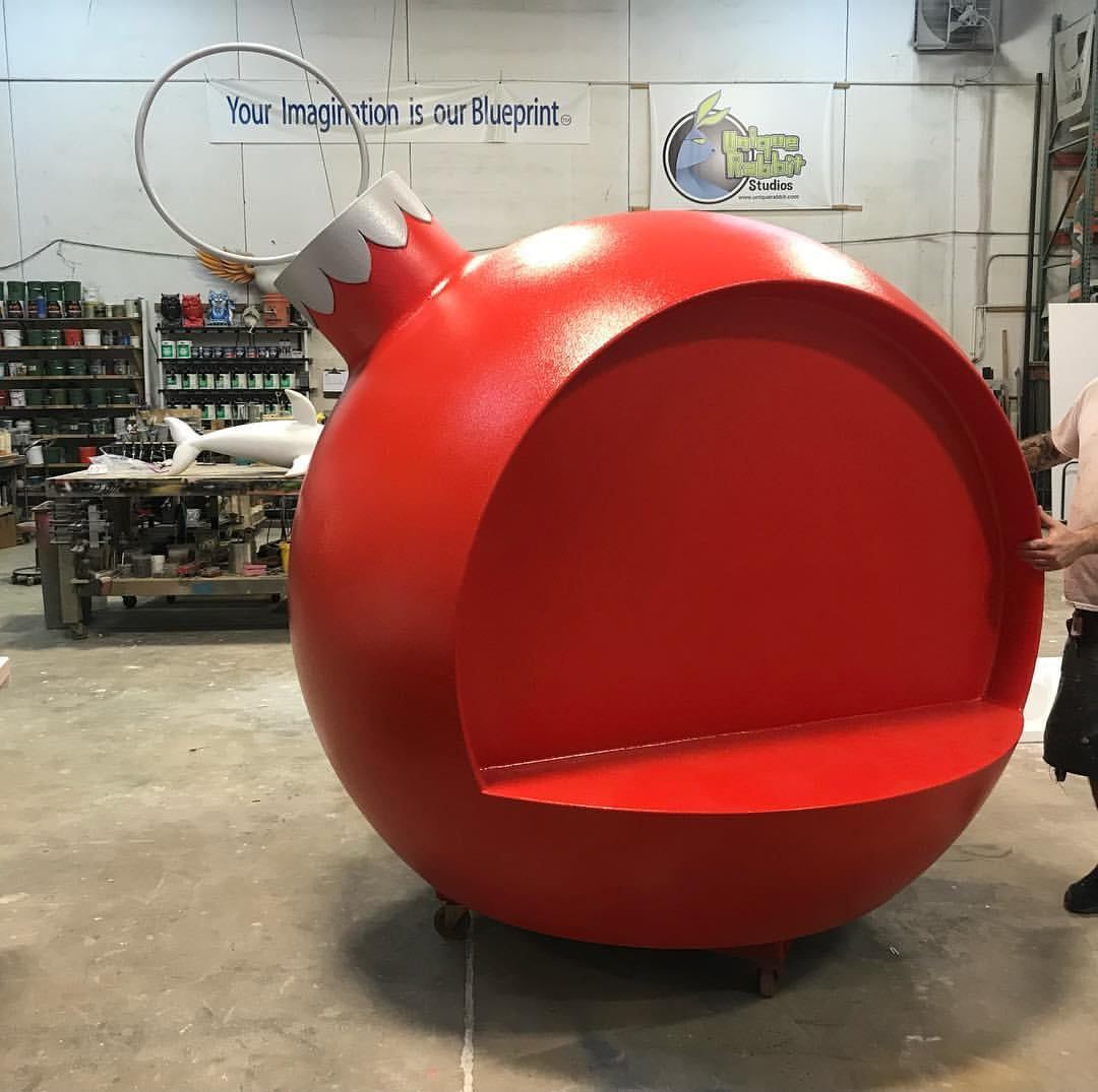 Christmas_Chair_Giant_Ball
