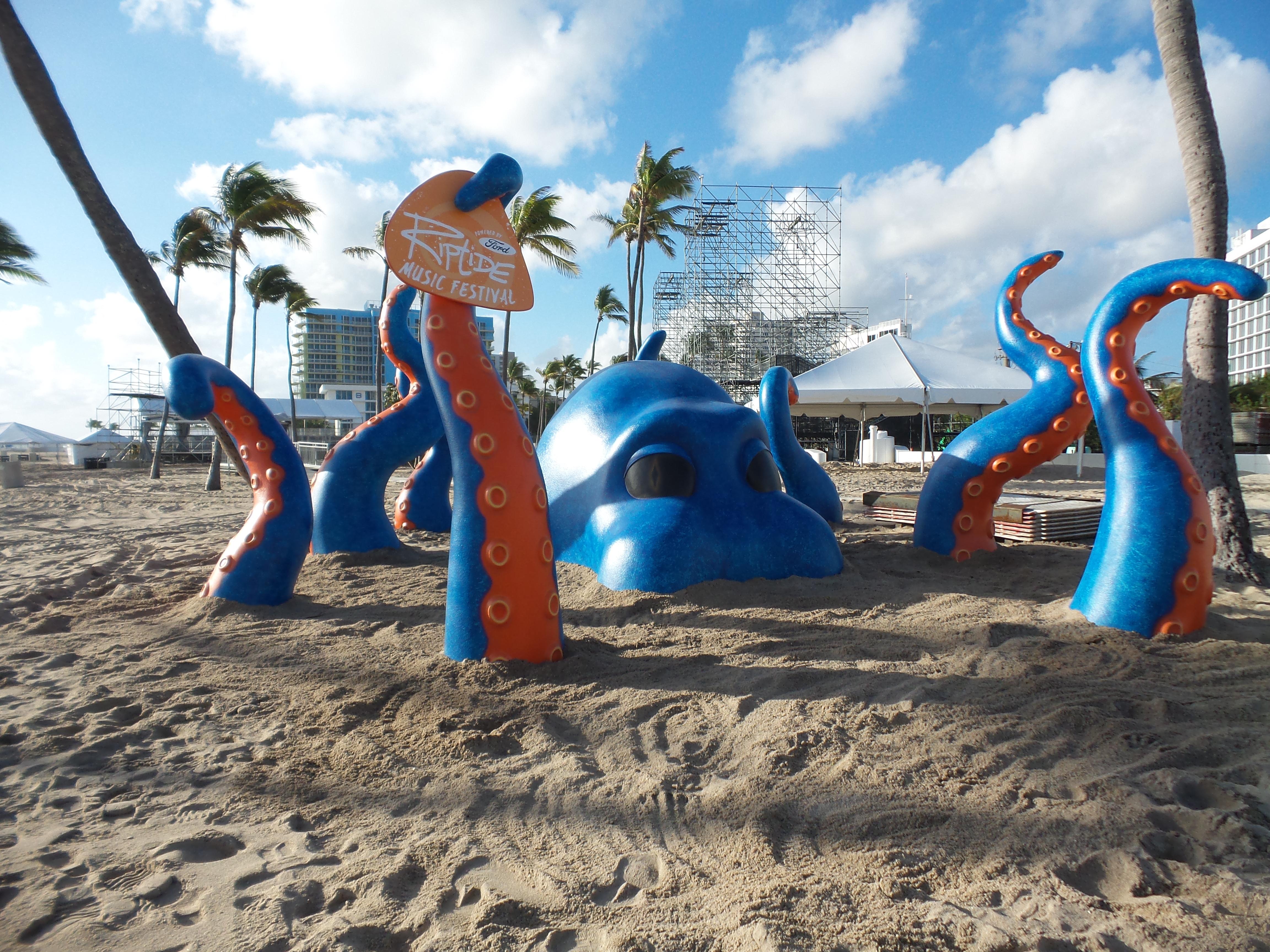 RIPTIDE_Music_Festival_Giant_Octopus